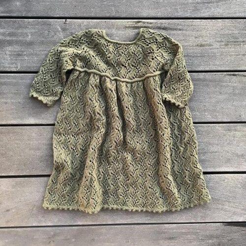 Knitting for Oliven neuleohje lasten pitsimekkoon, Holly Dress